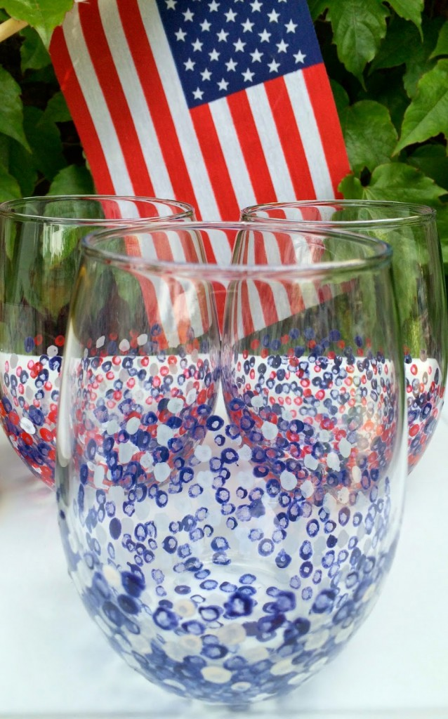 Sniff, swirl and sip with some patriotic flare this weekend. This easy-peasy DIY pairs perfectly with warm weather, a day on the lake, or outdoor dining on the patio.