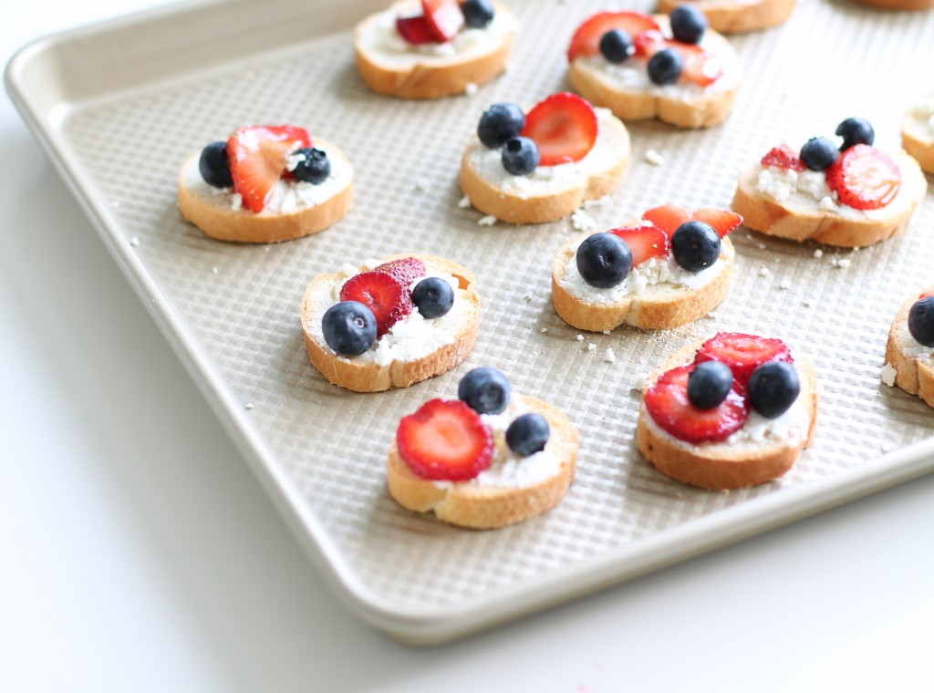 For our Fourth of July picnic, I couldn't resist making red, white & blue bruschetta. Pretty, patriotic & tasty! Bruschetta is an easy to pack appetizer that you can pre-make on the grill or in the oven in minutes. It's easy to eat & great to snack on.