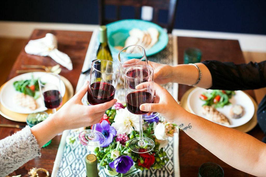 Cheers to an easy-to-host dinner party!