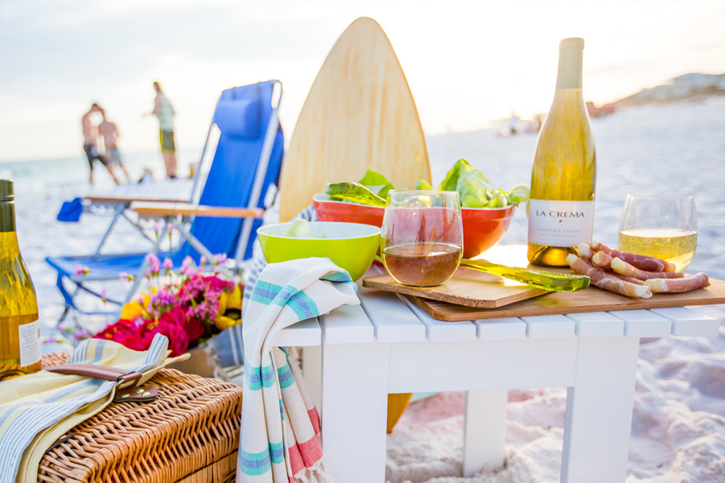 Beach Picnic Dinner Ideas- perfect for a romantic date or dinner party!
