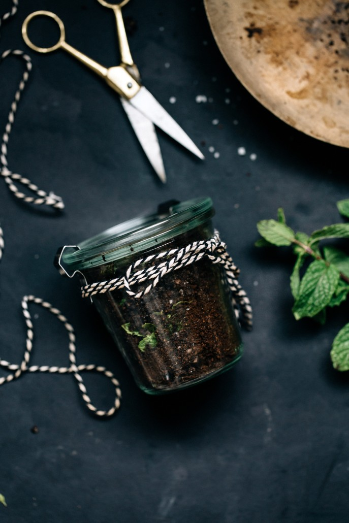 All-Natural Gifts: Super Easy DIY Coffee Mint Body Scrub