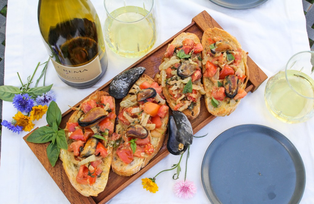 Top 14 Summer Recipes Roundup: Mussels Bruschetta