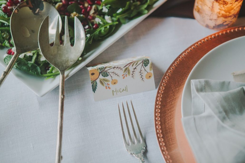 Placecards for your Friendsgiving tablesetting.