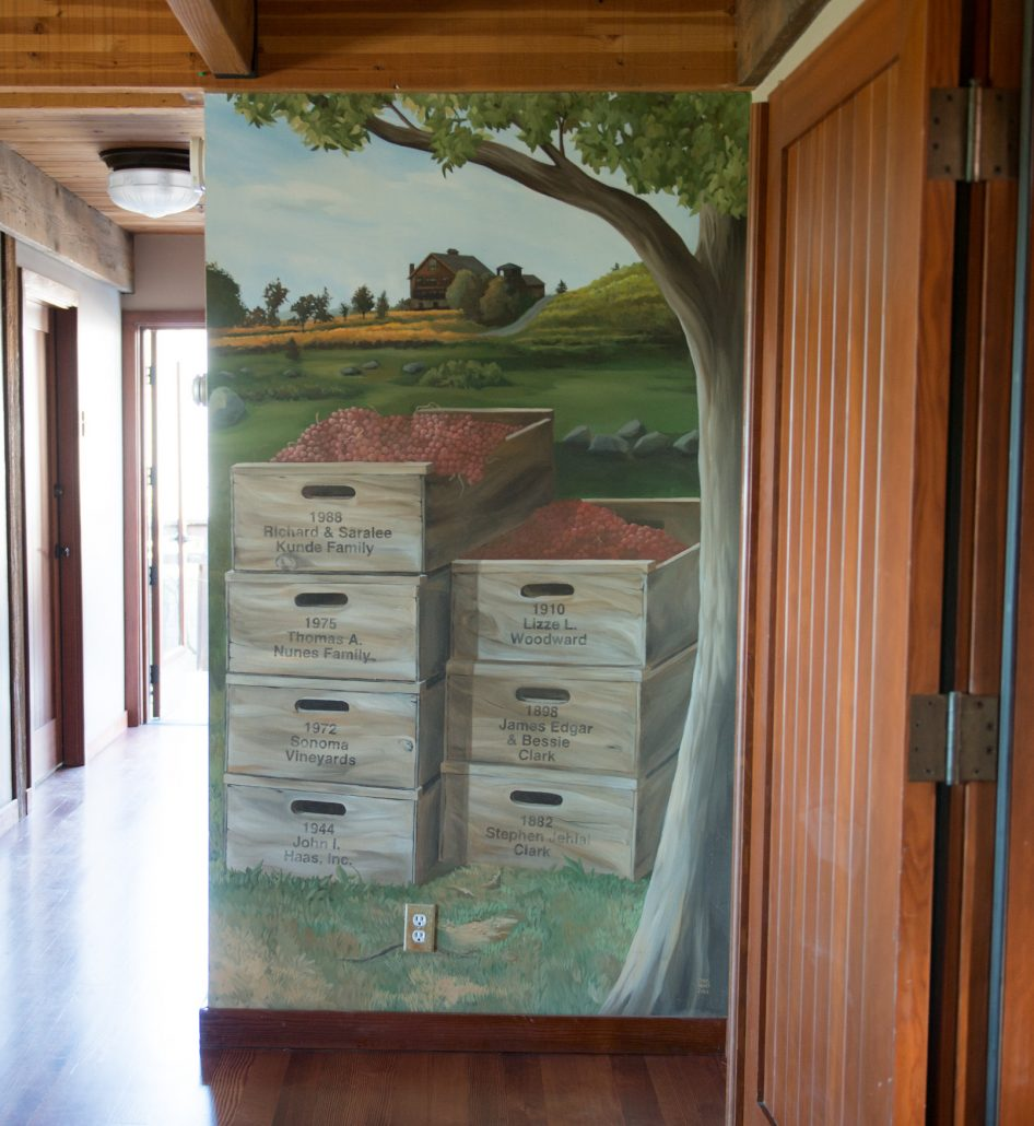 The original version of the Saralee's Historical Estate Mural by Chris Henry, 2003