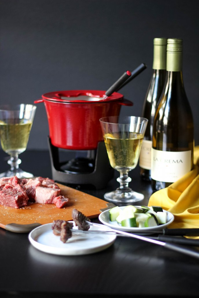 Oil fondue to cook meats and vegetables