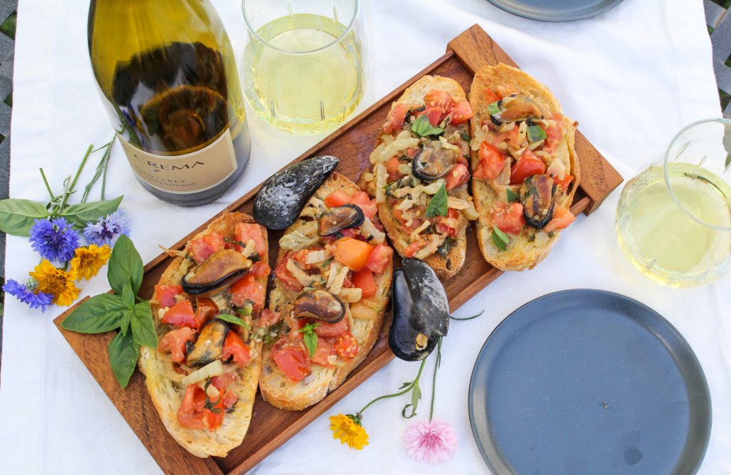 Spring Recipes Roundup: Mussels Bruschetta